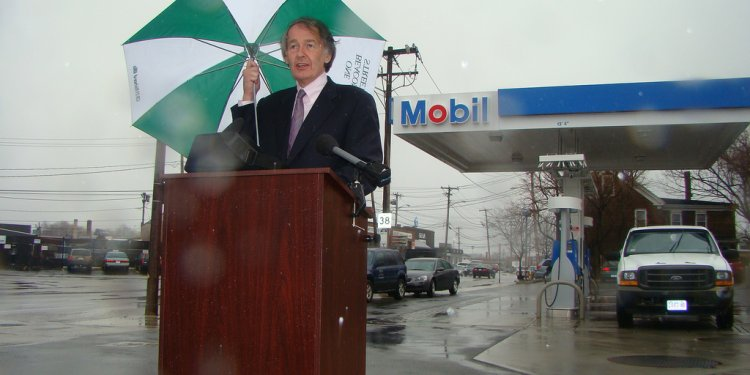 April 4, 2008: Markey holds a press conference in Medford, MA on record high price of oil