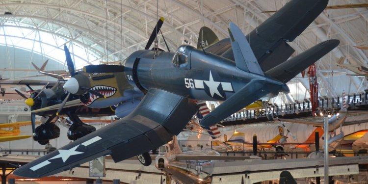 Steven F. Udvar-Hazy Center: Vought F4U-1D Corsair, with P-40 Warhawk in background